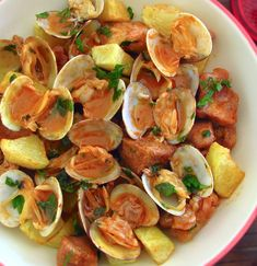 Have lunch with friends? We suggest this tasty traditional Portuguese meal of pork with clams! Pork Stew Meat, Stew Meat Recipes, Pork Recipes, Wine Recipes, Cooking Recipes, Portuguese Pork Recipe, Portuguese Food, Food Goals, Food Presentation