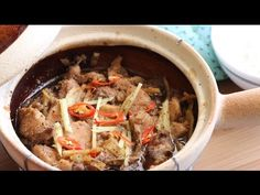 Ga Kho Gung (Clay Pot Braised Chicken with Ginger) Ingredients: 1 Chicken Breast 1 small Ginger Knob Chili Pepper 1 Tbsp. Claypot Recipes, Tagine Recipes, Viet Food, Ginger Chicken, Braised Chicken, Clay Pots, Pot Roast, Family Meals, Sweet Recipes