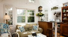 When you view images of the The Cottages at Cabot Cove, you'll long to plan your storybook vacation in Kennebunkport, Maine today. New England Cottage, Maine Cottage, Cozy Cottage, Bungalow Interiors, Cottage Interiors, Cabot Cove, Tiny House Rentals, Interior Styling, Interior Design