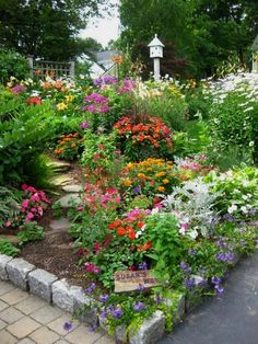 Flower Garden Projects That You Can Do It Yourself - Worth Trying DIY Projects  #flowergardening