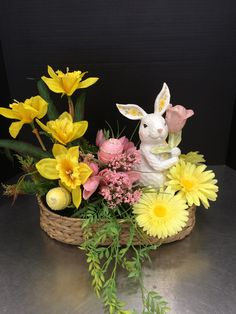 Easter Flower Decorations & Centerpieces that'll spreads the festive charm in the most beautiful way – Hike n Dip – Artsupplies Easter Plants, Easter Flowers, Easter Tree, Easter Wreaths, Diy Easter Decorations, Flower Decorations, Easter Flower Arrangements, Easter Egg Crafts, Easter Season