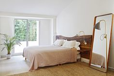 Guide To Discount Bedroom Furniture. Bedroom furnishings encompasses providing products such as chest of drawers, daybeds, fashion jewelry chests, headboards, highboys and night stands. Girls Bedroom, Bedroom Wall, Bedrooms, Discount Bedroom Furniture, Modern Apartment Design, Interior Decorating Styles, Design Your Dream House, 3d Home, Contemporary Home Decor