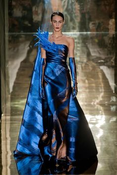 Find tips and tricks, amazing ideas for Georges chakra. Discover and try out new things about Georges chakra site Georges Chakra, Fashion Moda, Blue Fashion, Fashion Week, Fashion Fashion, Style Couture, Couture Fashion, Runway Fashion, Beautiful Gowns