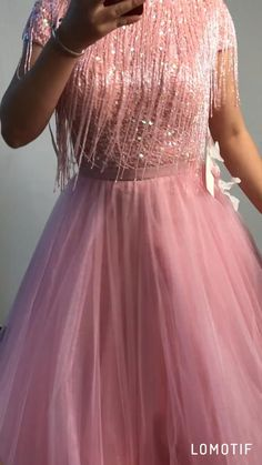 Stylish Dress Designs, Dress Neck Designs, Designs For Dresses, Stylish Dresses, Casual Dresses, Indian Fashion Dresses, Indian Gowns Dresses, Indian Designer Outfits, Pink Gowns