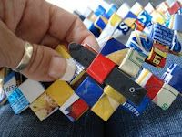 Wrapper Purses - Made completely from recycled potato chip wrappers: chip wrapper purse instructions Candy Wrapper Purse, Candy Wrappers, Strong Knots, How To Make Purses, Paper Weaving, Chip Bags, Recycled Crafts, Recycled Materials, Diy Purse