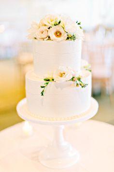 Cake perfection: http://www.stylemepretty.com/little-black-book-blog/2015/04/06/romantic-wequassett-resort-wedding/ | Photography: Kelly Dillion - http://kellydillonphoto.com/