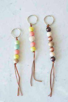 porte clé DIY en perles de bois et cuir
