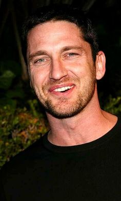what A Absolutely Gorgeous Smile Gerard Butler Has Actor Gerard Butler, London Has Fallen, James Mcavoy, Liam Hemsworth, Handsome Actors, Gorgeous Men, Absolutely Gorgeous, Hugh Jackman, Dream Guy