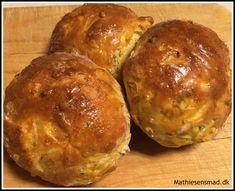 Boller med gulerødder og squash - Mathiesens Mad Squash, Brunch, Bread, Snacks, Drinks, Food, Beauty, Pumpkins, Appetizers