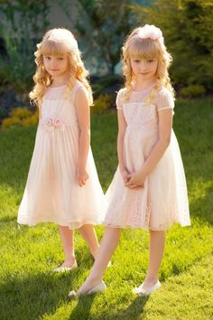 Multiple flower girls? Let their personalities shine through in the same colour, but different dress!  #papiliokids #flowergirl #whitedress #kidsfashion #weddingfashion #wedding #girlsfashion #girl #dress