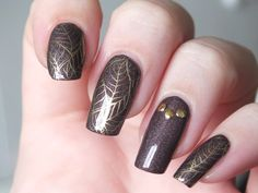 nail-art-automne-fall-stamping-chez-delaney-frenz-nail-cybermetal-seeping-palade-a-england-feuilles-automne-stufs-carroussel-bornprettystore-avis-essai-vernis-ongles-longs-naturels (1)