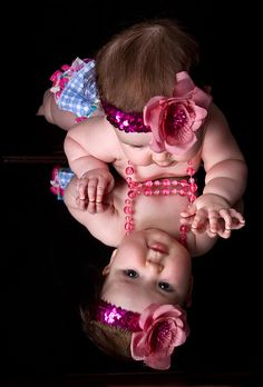 Trendy baby girl newborn pics to get Ideas Monthly Baby Photos, Newborn Baby Photos, Baby Poses, Newborn Pictures, Baby Girl Newborn, Sibling Poses, 6 Month Baby Picture Ideas, Baby Girl Pictures, 3 Month Old Baby Pictures