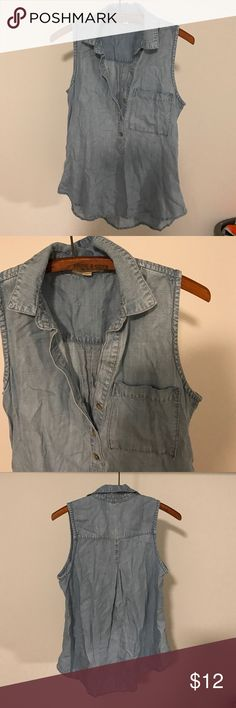 Cloth & stone chambray Mint condition. No pilling, stains or holes. Flattering fit. Soft feel cloth & stone  Tops Tank Tops