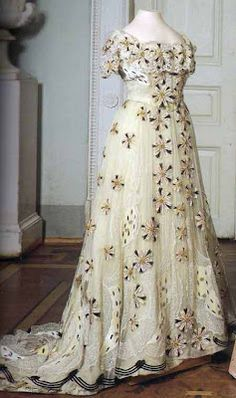 Vintage Gowns, Mode Vintage, Vintage Outfits, Alexandra Feodorovna, Antique Clothing, Historical Clothing, Edwardian Fashion, Vintage Fashion, Old Dresses