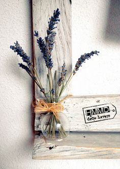 Marco de madera hecho con palés viejos by HMMD HandMadeManiaDecor. Original, romántico, vintage, personalizado con letras. Wood frame made with old palets. Romantic and customized with letters