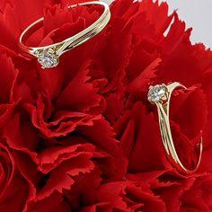 Urobiť zážitok z nákupu akéhokoľvek šperku z našej kolekcie je prioritou, ktorú sme si pri poskytovaní klenotníckych služieb stanovili ako prvú. Ak nás poctíte dôverou, zvoliac si pre váš zásnubný akt jeden z našich diamantových, lásku potvrdzujúcich krásavcov - prsteň Jodelle v hrejivom žltom zlate, prstenník vašej vyvolenej bude zdobiť šperk minimalistický, s magickou krásou solitérneho briliantu. Crown, Engagement Rings, Diamond, Jewelry, Enagement Rings, Corona, Wedding Rings, Jewlery, Jewerly
