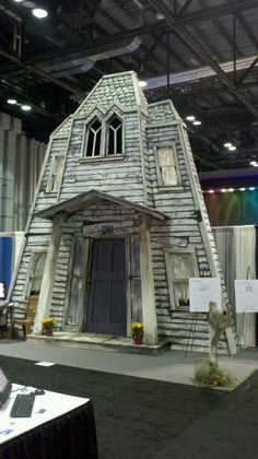 1000 images about haunted house facades on pinterest for Horror house decor