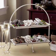 Removable rectangular plates nestle in the portable stand with a simple, stylish design.