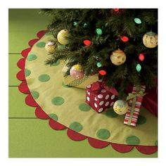 tree skirt...scallops, polka dots, and colors... OH MY! (this might be the one I HAVE TO make!)