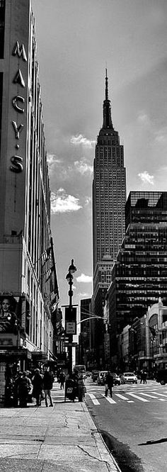 Empire State building, New York City.  Peter Aitchison.  NYC skyline