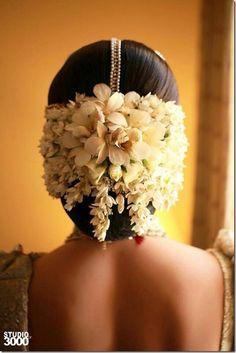 Indian Wedding Hairstyles wedding hairstyles 101 Indian Wedding Hairstyles For The Contemporary Bride Wedding Looks, Bridal Looks, Wedding Bride, Hair Wedding, Bride Groom, Perfect Wedding, Wedding Ceremony, Trendy Wedding, Hairstyle Wedding