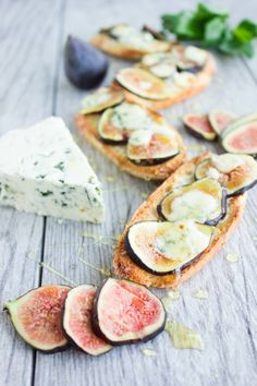 This Fig Blue Cheese Honey Crostini is a last minute 5 star appetizer or finger food that comes together in 5 minutes!