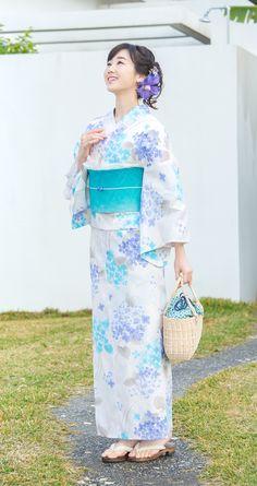 Japanese Clothing, Japanese Outfits, Japanese Kimono, Japanese Girl, Traditional Fashion, Traditional Japanese, Traditional Outfits, Kimono Fashion, Fashion Outfits