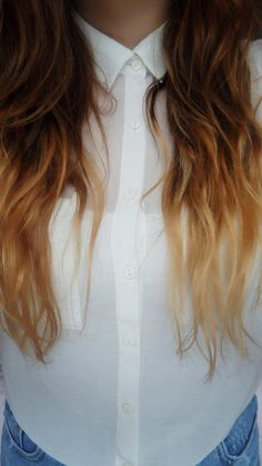 dip dye hair, i don't know why i really really like when people do this hair style, but i want it done! in red of course Dip Dye Hair, Dye My Hair, My Hairstyle, Pretty Hairstyles, Tie And Dye Chatain, Hair Day, New Hair, Facon, Ombre Hair