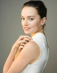 photographed for time magazine Daisy Ridley Hot, Daisy Ridley Star Wars, Star Wars Cast, Rey Star Wars, Reylo, English Actresses, Actors & Actresses, Driving Miss Daisy, Think