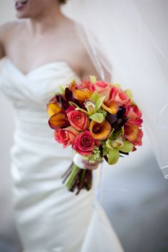 Stunning Wedding Bouquet of Roses? Calla Lilly's, Orchids,  & Hydrangeas! Gorgeous color!