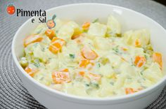 Receita de salada de maionese de batatas light com molho a base de iogurte. Muito leve, saboroso e saudável, ótimo para o verão. Salada de maionese