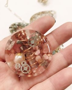 Diy Resin Projects, Resin Crafts, Resin Art, Resin Jewellery, Wood Coasters, Julia, Wire Wrapping, Jewelery, Spiritual