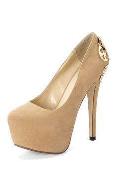 Kiss Kouture Butterfly Pump with Butterfly Pin