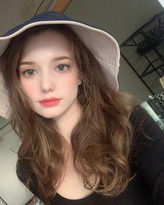 Aesthetic Women, Aesthetic Girl, Uzzlang Girl, Girl Face, Beautiful Young Lady, Beautiful Eyes, Brunette Beauty, Hair Beauty, Anastasia