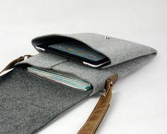 Items similar to Felt Messenger Bag Cross Body Bag Everyday Bag Casual Bag Shoulder Bag iPad Bag School Bag on Etsy - Women's style: Patterns of sustainability Custom Tote Bags, Tote Bags Handmade, Ipad Bag, Fabric Handbags, Craft Bags, Everyday Bag, Casual Bags, Leather Bag, Messenger Bag
