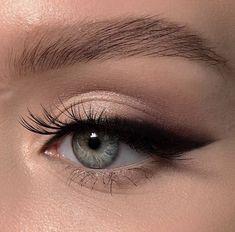 """la femme dans l'art on Twitter: """"eyeliner looks by elena rachitskaya… """" Blue Eye Makeup, Skin Makeup, Contour Makeup, Glitter Makeup, Eyeliner Makeup, Eyeliner Waterline, Smokey Eyeliner, Brown Eyeliner, Contouring"""