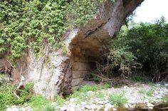 El Aqua Marcia en el Ponte Lupo (Gallicano). La arquería primitiva, de sillería, se deja ver debajo del refuerzo posterior de ladrillo.