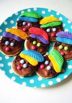 nl silly old suitcase: Zwarte Piet koekjes. St Nicholas Day, Creative Snacks, Saint Nicolas, Old Suitcases, School Treats, Dutch Recipes, Food Humor, Something Sweet, High Tea