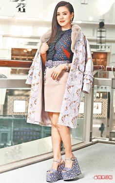 MIU MIU粉紅皮草拼接繡花大衣23萬2000元、上衣3萬8500元、裙2萬8500元、腰帶1萬500元。