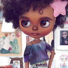 Shine bright little Star #erregiro #erregirodolls #dark #blythe #doll #boneca #muñeca #custom #blythedoll #carving #poupée #makeup #sculpt #maquillaje #instadoll #stripes #手首 #ブライズ #fashion #moda #ブライスドール #art #diseño #design #instablythe #arte #arttoy #toy #estrella #star