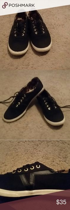 Vans sneakers Size 7 solid black vans lined with leopard print. Very comfortable. Only worn 2x if that. No flaws. Very clean. If you have any questions please don't hesitate to ask! Offers are welcome :) Vans Shoes Sneakers