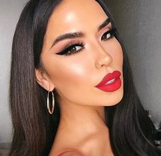 eyeliner red lips & eyeliner red lips _ eyeliner red lips make up _ eyeliner red lipstick Red Lips Makeup Look, Black Eye Makeup, Makeup To Go With Red Dress, Best Makeup Tips, Best Makeup Products, Hair Products, Mascara, Brows, Eyeliner