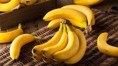 Rica em potássio, magnésio e diversos outros minerais e vitaminas, a banana auxilia na digestão, melhora o humor e tem até efeitos notáveis no combate aos sintomas da TPM, já que também é fonte de triptofano, uma das substâncias responsáveis pela da sensação de bem-estar. Como se não bastasse, a fruta aind
