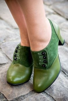 Shoes 286682332516145120 - Vintage Style Shoes, Vintage Inspired Shoes Greta Retro Side-Button Shoes Green Source by vintagedancer Vintage Inspired Shoes, Vintage Style Shoes, Vintage Outfits, Shoes Style, Vintage Shoes Women, Vintage Dresses, Pretty Shoes, Cute Shoes, Me Too Shoes