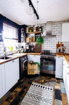 Full industrial kitchen with completed faux rust star and metallic letters / Grillo Designs