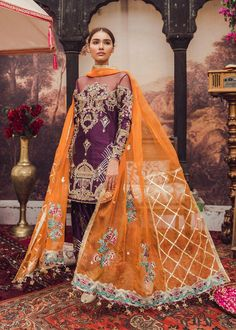 Want to check out some amazing sharara & ghararas? Then you have to see these Pakistani Gharara by designer Mohsin Naveed Ranjha. Pakistani Gharara, Pakistani Dress Design, Pakistani Dresses, Indian Dresses, Pakistani Culture, Indian Outfits, Pakistani Fashion Party Wear, Pakistani Wedding Outfits, Bridal Outfits