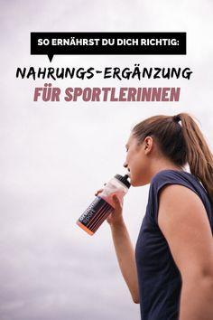Neben einem Trainingsplan gehört die richtige Ernährung für Sportler unbedingt dazu. Wobei ihr darauf achten solltet, zeige ich euch hier. Water Bottle, Drinks, Fitness, Running Half Marathons, Good Times, Workout Schedule, Tips, Drinking, Beverages
