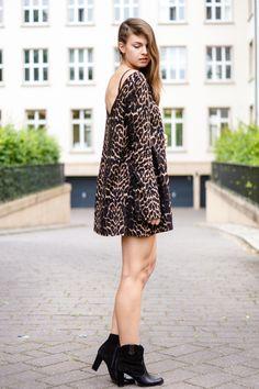 Leopard Swing Dress  #whaelse #fashionblog #modeblog #streetstyle #fashion #inspiration #outfit #leopard #leoprint #oneteaspoon #blackboots