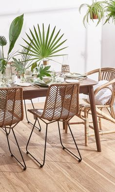 """This is how the """"Tropical Table"""" look works: just like in paradise! This look is magic . - The Home Decor Trends Home Decor Trends, Diy Home Decor, Living Room Decor, Bedroom Decor, Dining Room, Decoration Inspiration, Interior Decorating, Interior Design, Deco Design"""