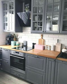 Most Popular Kitchen Design Ideas on 2018 & How to Remodeling design ideas becomes one of the important points - cooking will feel easier and fun - kitchen renovation - anti kitchen sink clogged - clean kitchen Home Decor Kitchen, Kitchen Interior, Kitchen Dining, Kitchen Ideas, Grey Kitchens, Home Kitchens, Grey Kitchen Designs, Design Kitchen, Small Space Kitchen